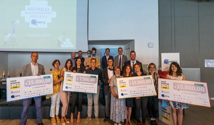 L'assemblea di Legacoop FVG è stata l'occasione per premiare i partecipanti della II edizione di Coopstartup FVG